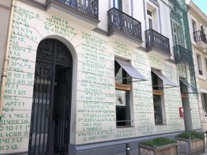 Fassade eines Restaurants in Barcelona